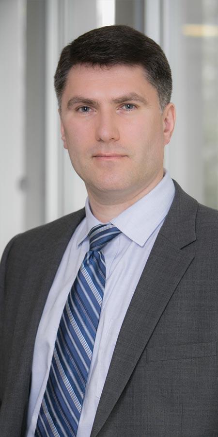 Alexander Makarovski headshot